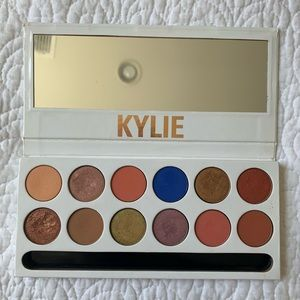 Kylie Cosmetics Royal Peach Eyeshadow Palette!